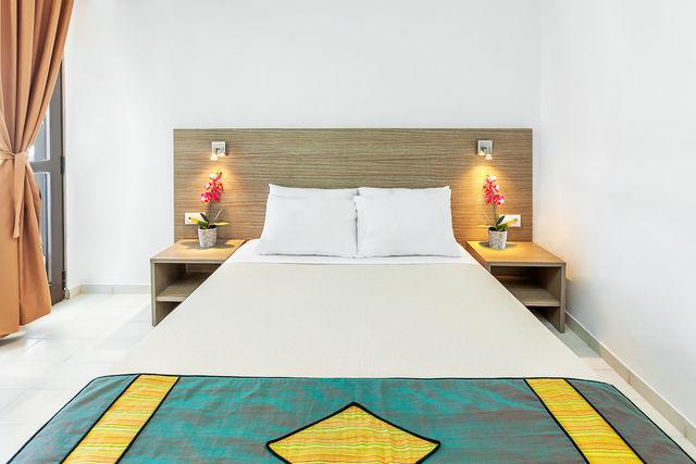 Dolphin Beach Hotel - Фамилна стая с изглед към морето